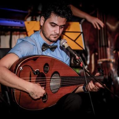 Ahmed Shqaqi: Oud & Vocals studierte im Irak klassische arabische Musik und setzt sich in Österreich für die Neuinterpretation arabischer Musik sowie die Adapation der Oud für westliche Musikstile ein